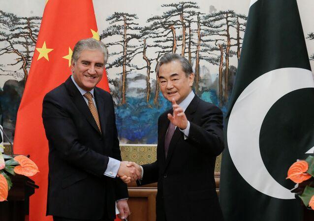 وزير الخارجية الباكستاني شاه محمود قریشي مع وزير خارجية الصين وانغ يي، في بكين يوم 19 مارس / آذار 2019