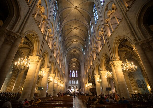 كنيسة نوتردام من الداخل
