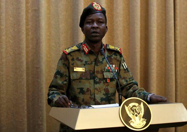 المتحدث باسم الجيش السوداني اللواء شمس الدين كيباشي يحضر مؤتمرا صحفيا في الخرطوم