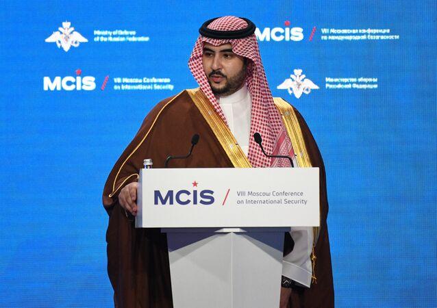 خالد بن سلمان آل سعود، نائب وزير الدفاع السعودي يلقي كلمة في مؤتمر الأمن الدولي الثامن بموسكو (24 أبريل/نيسان 2019)