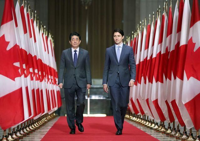 رئيس الوزراء الكندي جاستن ترودو ورئيس الوزراء الياباني شينزو آبي