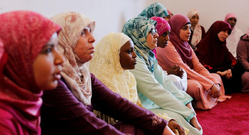 طالبات يدرسن القرآن في معهد محمد السادس لتدريب الأئمة في الرباط