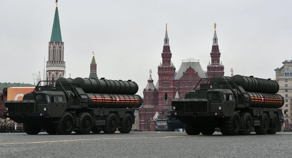 منظومة إس-400 للصواريخ المضادة للطيران خلال العرض العسكري