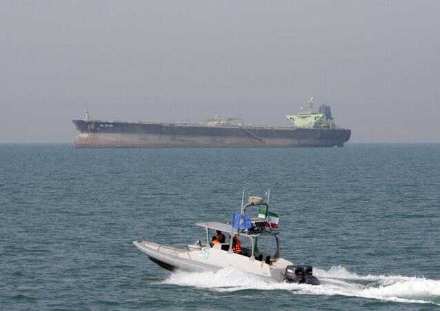 سفينة قوات الحرس الثوري الإيراني في الخليج العربي