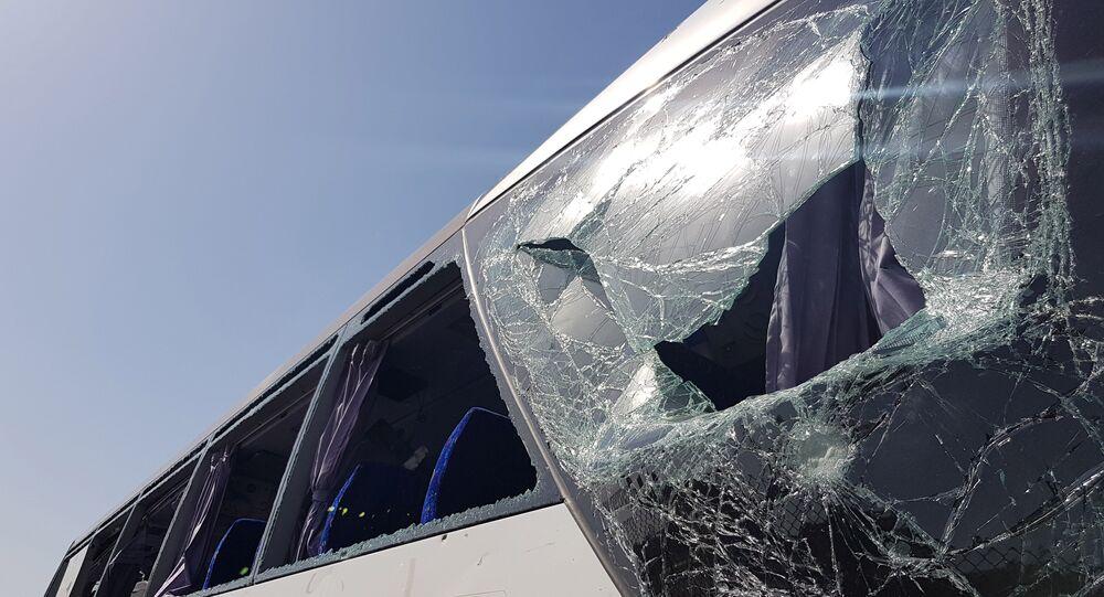 تهشم زجاج حافلة سياحية قرب المتحف المصري الكبير في الجيزة، مصر، 19 مايو/أيار 2019