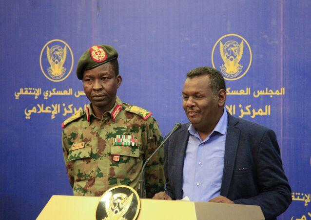 مؤتمر صحفي مشترك بين المتحدث باسم المجلس العسكري في السودان، شمس الدين كباشي وممثل قوى الحرية والتغيير، مدني عباس مدني