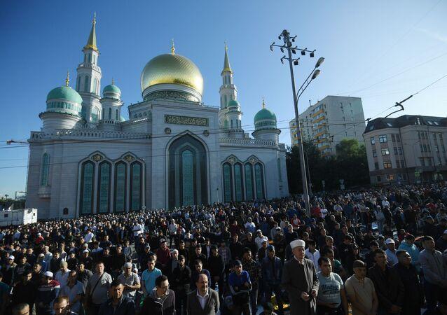 مسلمون في روسيا يؤدون الصلاة