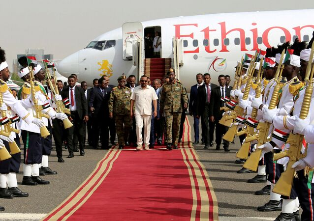 رئيس الوزراء الإثيوبي أبي أحمد يصل مطار الخرطوم