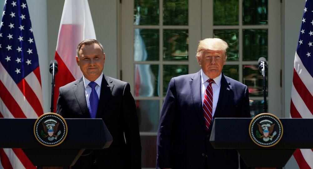الرئيس الأمريكي ترامب والرئيس البولندي دودا يحضران مؤتمرا صحفيا مشتركا في واشنطن