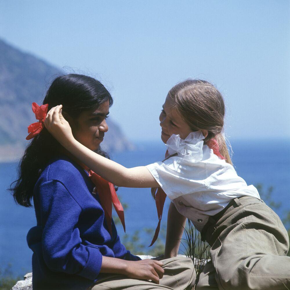 أطفال في مخيم عموم الاتحاد السوفيتي أرتيك باسم ف. إ. لينين، 1974