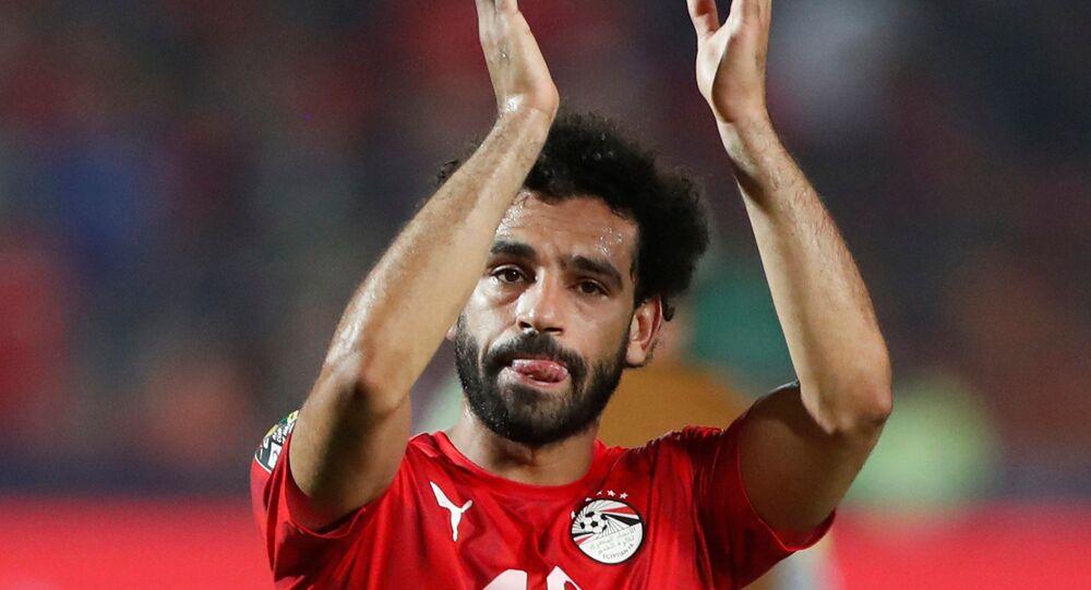 محمد صلاح متأثرا عقب هزيمة المنتخب المصري لكرة القدم أمام منتخب جنوب أفريقيا في بطولة كأس الأمم الأفريقية، 6 يوليو/تموز 2019