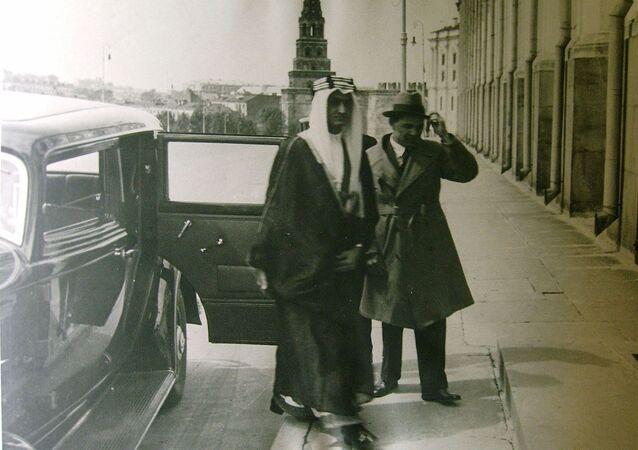 الأمير فيصل فيصل بن عبد العزيز  آل السعود في موسكو، عام 1932