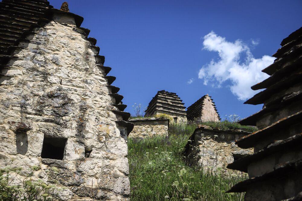 منظر عام لأراضي مدينة الموتى في جمهورية أوسيتيا الشمالية الروسية