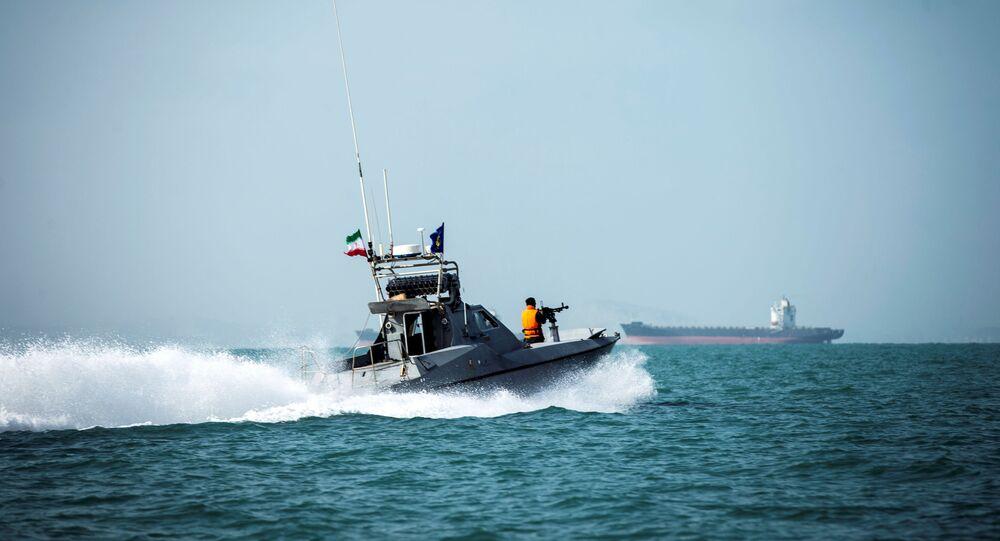 زورق تابع لقوات الحرس الثوري الإيراني قرب مضيق هرمز