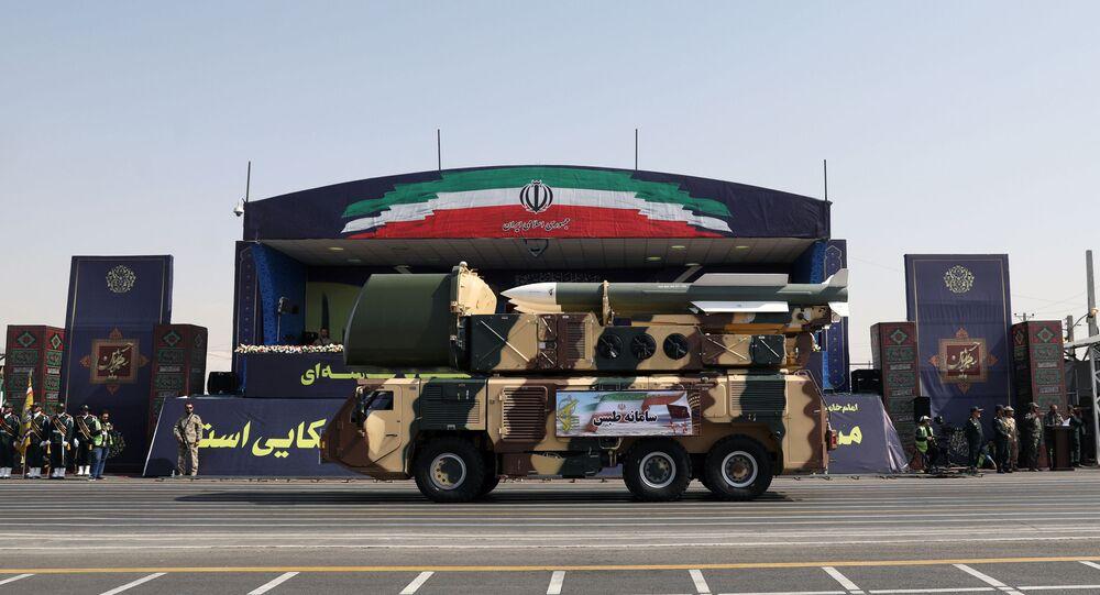 صاروخ إيراني في عرض عسكري بالعاصمة طهران