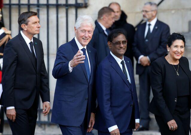 الرئيس الأمريكي السابق بيل كلينتون في جنازة الرئيس الفرنسي الأسبق الراحل جاك شيراك في باريس، فرنسا 30 سبتمبر 2019