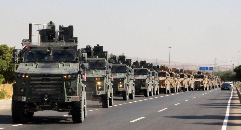 القوافل العسكرية التركية تتجه إلى الحدود السورية التركية، بعد الإعلان عن بدء عملية نبع السلام العسكرية التركية في شمال سوريا، الصورة بتاريخ 9 أكتوبر 2019