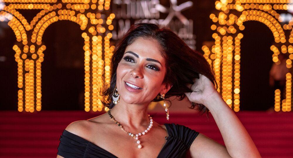 الفنانة المصرية منى زكي في مهرجان الجونة السينمائي 2019