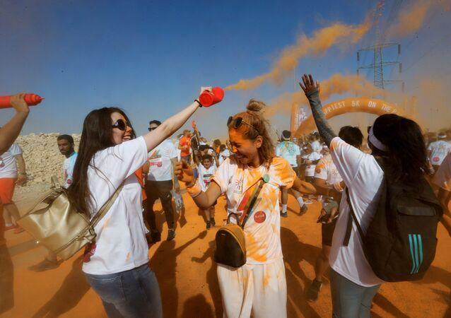 نساء يشاركن في فعالية سباق الألوان في الرياض، السعودية 26 أكتوبر 2019