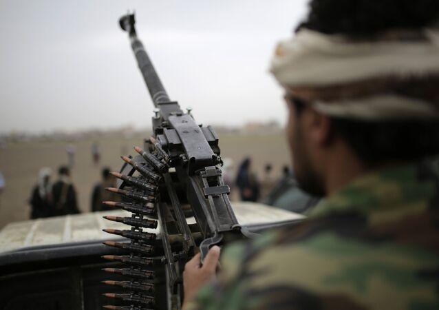جندي تابعة لجماعة أنصار الله الحوثيين في اليمن