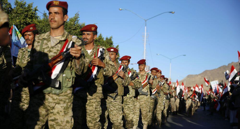 جنود تابعون لجماعة أنصار الله الحوثيون في اليمن