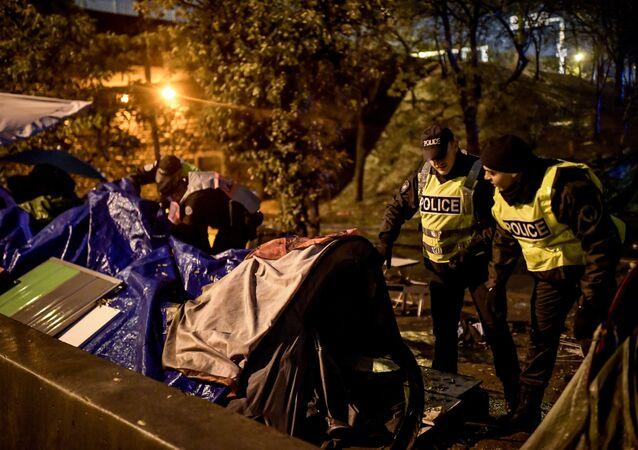 الشرطة الفرنسية تخلي مخيم لاجئين في باريس