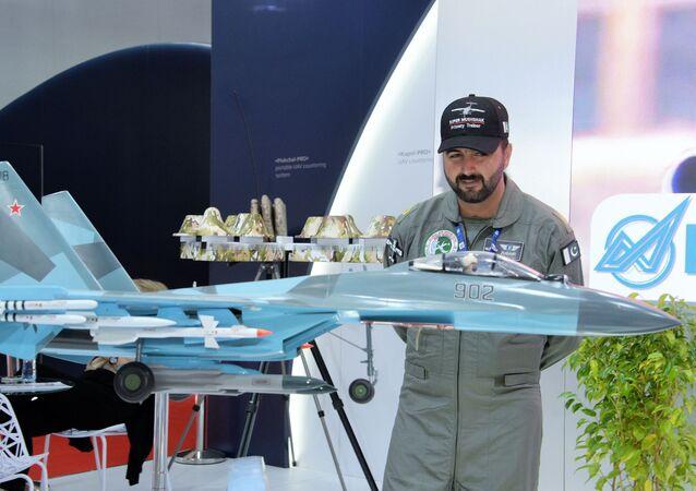 نموذج المقاتلة سو-35 متعددة المهام في معرض دبي للطيران لعام 2019، 17 نوفمبر 2019