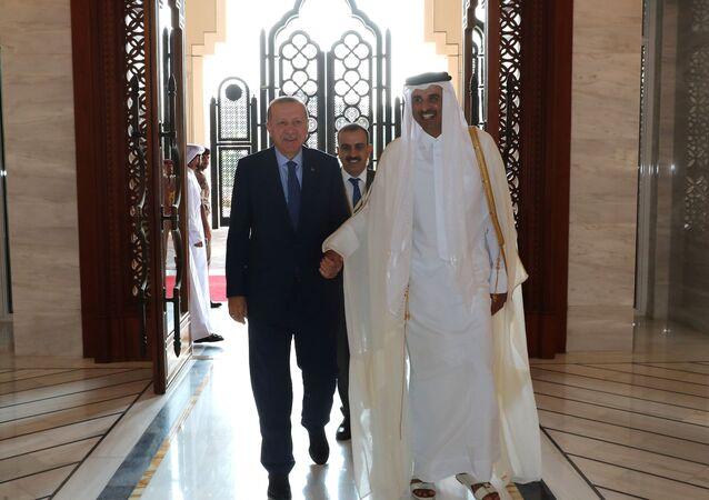 أمير قطر الشيخ تميم بن حمد آل ثاني يستقبل الرئيس التركي رجب طيب أردوغان في الديوان الأميري القطري في الدوحة