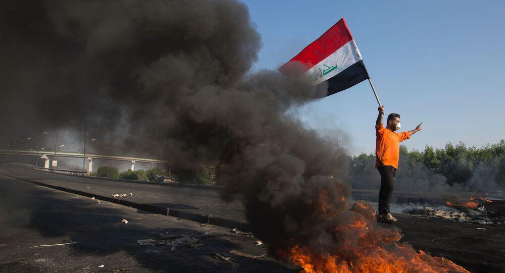 متظاهر عراقي في مدينة البصرة