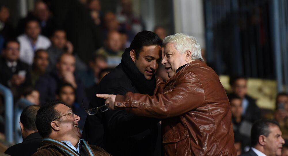 أحمد حسام ميدو مع رئيس نادي الزمالك المصري مرتضى منصور