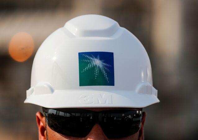 موظف في منشأة نفط أرامكو السعودية في بقيق، 12 أكتوبر 2019