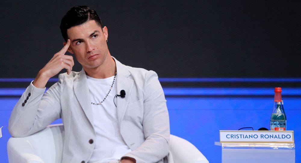 رونالدو يرتدي ساعة ثمنها 380 ألف إسترليني خلال حفل جوائز جلوب سوكر