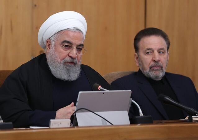 الرئيس الإيراني حسن روحاني ومدير مكتبه محمود واعظي