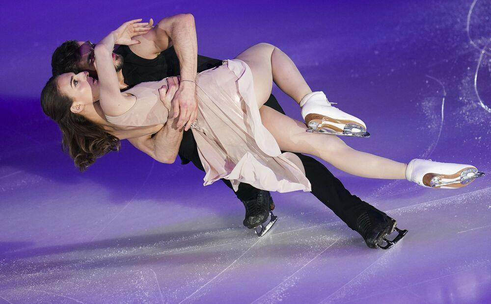الفرنسيان غابرييلا باباداكيس وغيوم سيزرون أثناء أداء فقرة فنية في إطار بطولة أوروبا للتزحلق على الجليد في غراتس، النمسا 26 يناير 2020