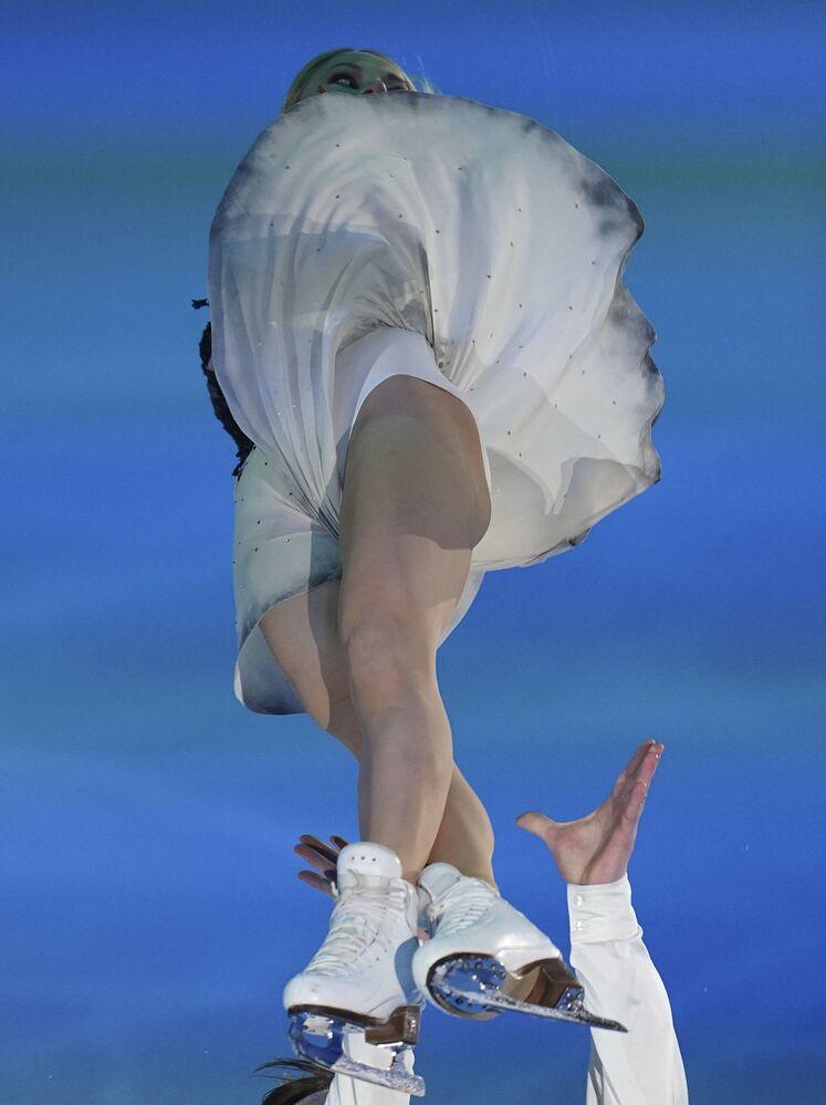 الروسيان يفغينيا تاراسوفا وفلاديمير موروزوف خلال فقرتها الفنية في بطولة أوروبا للتزحلق على الجليد في غراتس، النمسا 26 يناير 2020