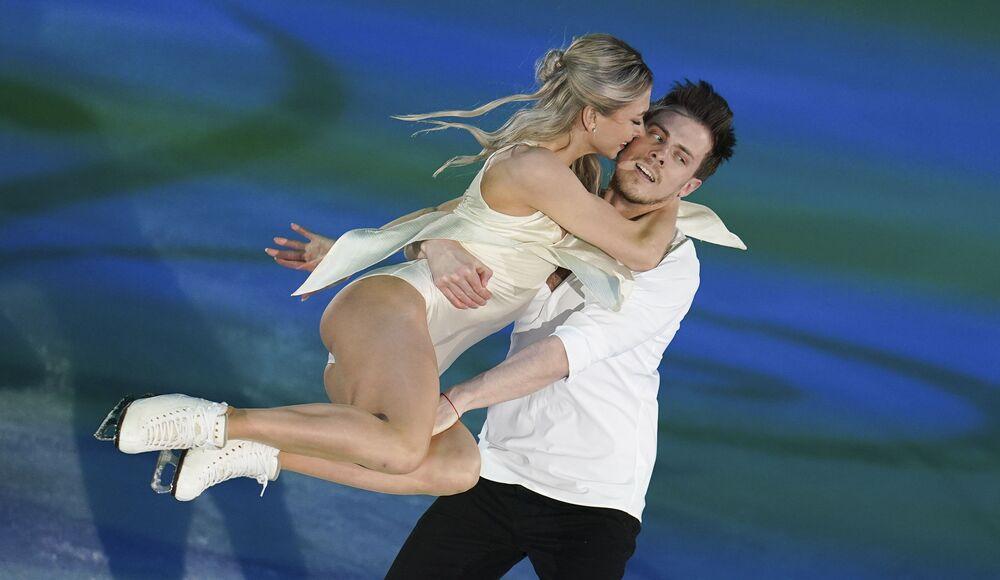 الروسيان فيكتوريا تسينيتسينا ونيكيتا كاتسالابوفا خلال فقرتهما الفنية في بطولة أوروبا للتزحلق على الجليد في غراتس، النمسا 26 يناير 2020
