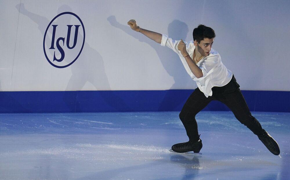 الروسي أرتور دانييليان خلال فقرته الفنية في بطولة أوروبا للتزحلق على الجليد في غراتس، النمسا 26 يناير 2020