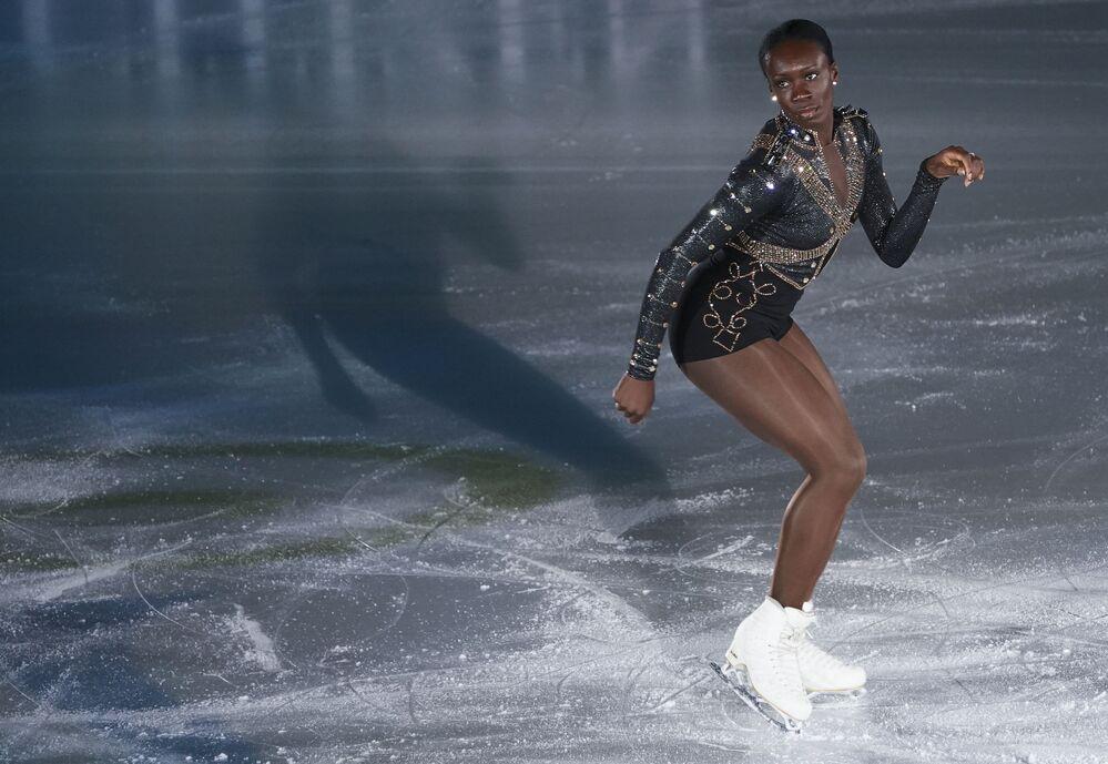 الفرنسية ماي-برينيس مايتي خلال فقرتها الفنية في بطولة أوروبا للتزحلق على الجليد في غراتس، النمسا 26 يناير 2020