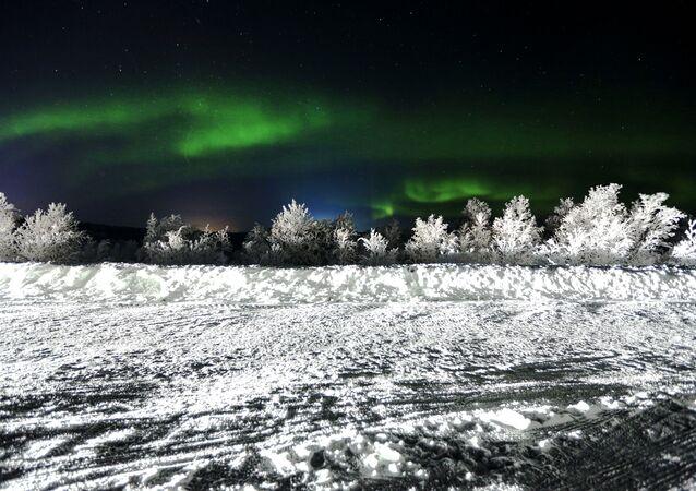 أضواء الشفق القطبي في منطقة مورمانسك الروسية