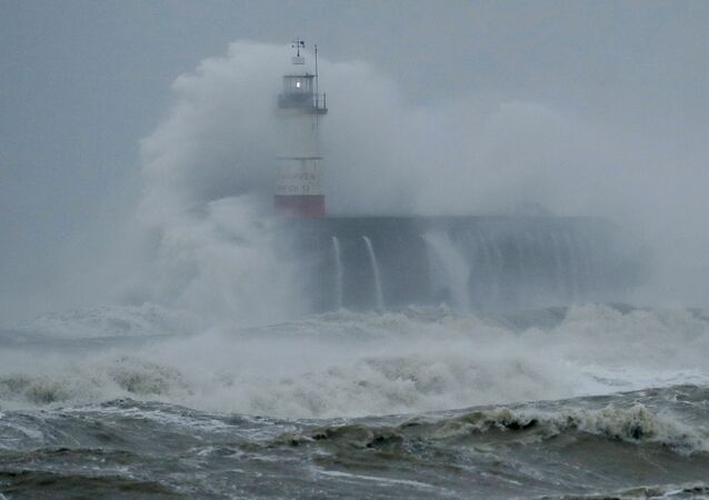 العاصفة كيارا تضرب العاصمة البريطانية