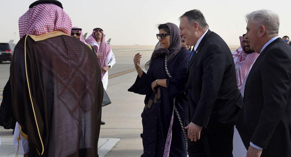 وزير الخارجية الأمريكي مايك بومبيو خلال زيارته للسعودية وفي استقباله سفيرة المملكة في أمريكا ريما بنت بندر بن سلطان