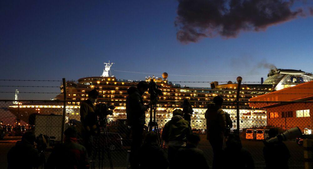 السفينة السياحية دايموند برنسيس الموبوءة بفيروس كورونا في اليابان