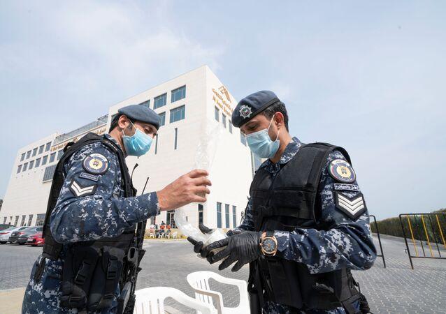 قوات أمن في الكويت تتخذ إجراءات مشددة تحسبا لانتشار فيروس كورونا الجديد