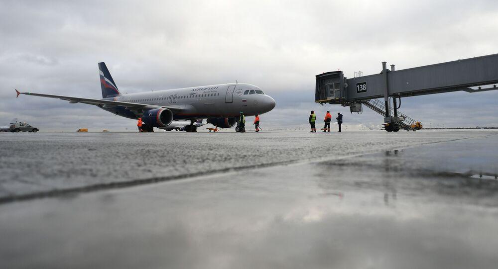 طائرة ركاب في مطار شيريميتيوفو