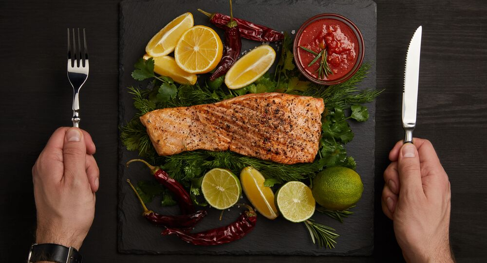 شريحة سمك السلمون مع الخضراوات