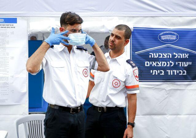 مسعفون إسرائيليون في تدريب على مواجهة كورونا - إسرائيل