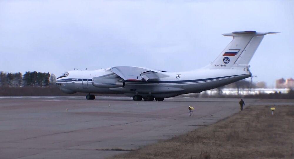 طائرة روسية تحمل مساعدات طبية وأخصائيين طبيين تتوجه من موسكو  إلى إيطاليا