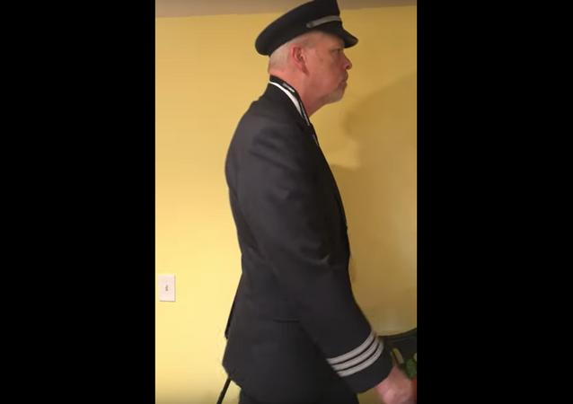 طيار يحاكي ظروف عمله