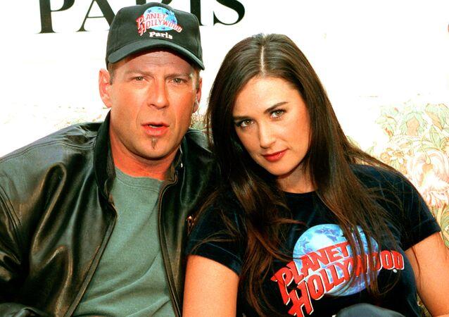 بروس ويليس وديمي مور