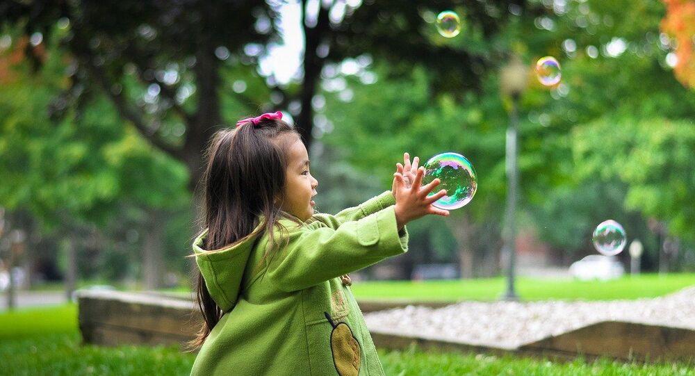 فتاة صينية صغيرة